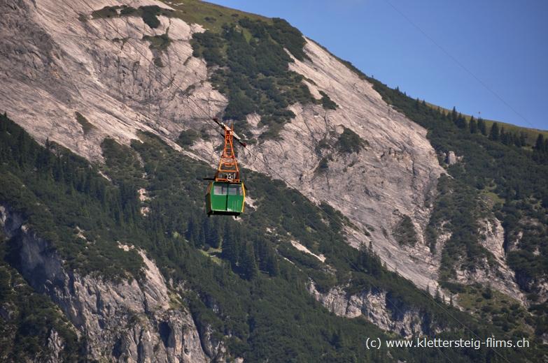 Klettersteig Flims : Felsnadel meilerstein beim klettersteig flims pinut