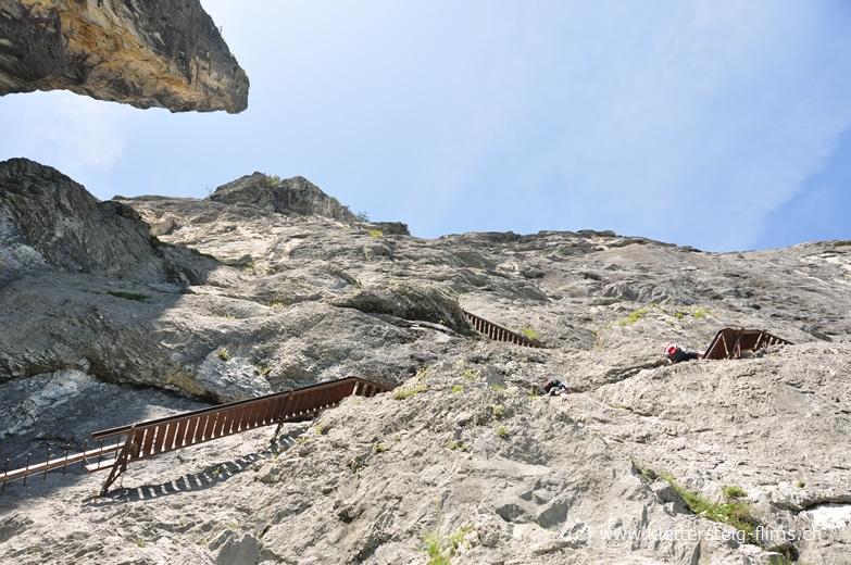 Klettersteig Flimserstein : Zustieg zum klettersteig pinut bei flims fidaz