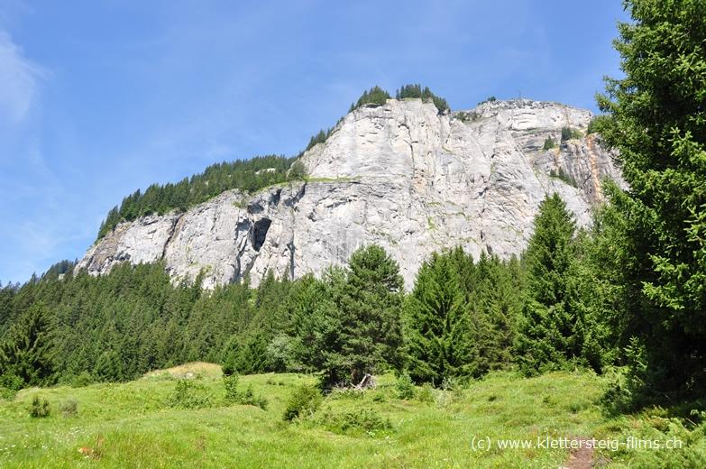 Klettersteig Pinut : Zustieg zum klettersteig pinut bei flims fidaz